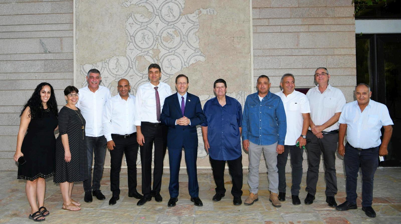 הנשיא הרצוג עם הנהגת ההתיישבות העובדת והחקלאות. צילום: עמוס בן גרשום, לע״מ