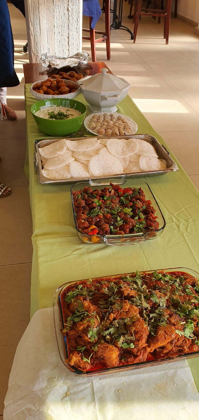 ארוחה על טהרת המטבח ההודי לעובדי הסיעוד בחצרים