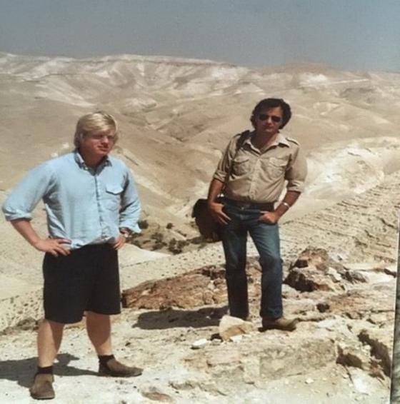 בוריס ג'ונסון בתקופה בה שהה בישראל בקיץ 1984