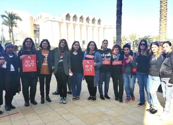 מחאת הנשים - בכרמים השביתו את מערכת החינוך כהזדהות עם אמה של מטפלת מובילה שנרצחה
