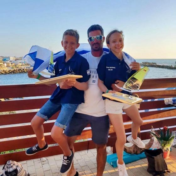 התחילו הכי מהר ולאט, לאט הגבירו - 2 מדליות זהב לגולשים הצעירים ממועדון השייט שדות ים