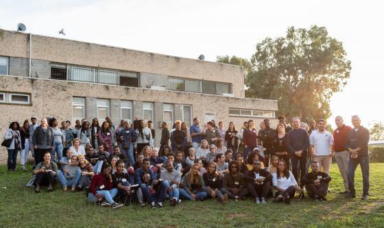 """חניכי תל""""מ, צוות התוכנית ואנשי התנועה בכנס בגבעת חביבה לציון 20 שנים לתוכנית"""