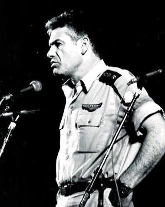 """תמונת השבוע - נשיא המדינה: """"רמי הרפז - גיבור ישראל שהיה לאגדה בחייו""""."""