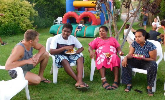 האורחים מאיי שלמה בחג הקיבוץ של גזר